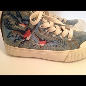 Zara kids denim sneakers with the birds Size 33
